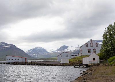Tangi og bryggjuhús (séð að austanverðu)